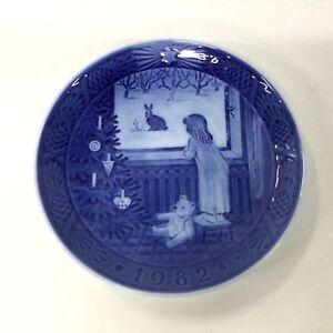 Royal Copenhagen Julestemning Waiting for Christmas Blue Decorative Plate #939
