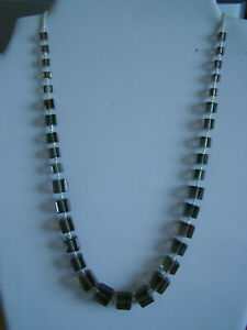 Kette Glasperlen Würfel grau größenverlauf ecken quadrate quader °U. 51 cm °H63