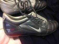 Nike TOTAL 90 in (ca. 228.60 cm) Taglia 5 or5.5UK A £ 14 in pelle lookkmarroon/Argento