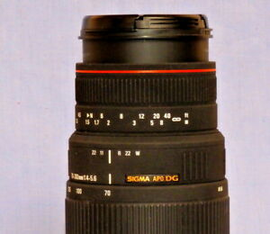 Sigma Zoom NIKON FIT 70-300mm f/4.0-5.6 APO DG Macro - SUPERB CONDITION