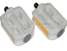 Pedales blancos de plástico para bicicletas