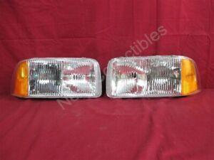 NOS OEM GMC Jimmy S15 Headlamp Light Composite 1995 - 97 PAIR