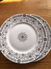 222 Fifth POETIQUE Black & White Bow Dinner Plates Set of 2 New!
