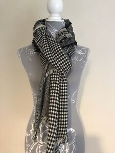 """Ladies Black And White Dogtooth Check Zigzag Winter Scarf Length 80"""""""