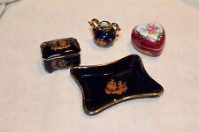 Lot de 4 objets de vitrine miniatures en porcelaine de LIMOGES bleu et rouge or