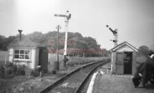 PHOTO  SR HAYLING ISLAND RAILWAY STATION 1950'S VIEW OF THE DEPARTURE END OF PLA
