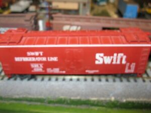 40' REEFER SWIFT CAR 1/87 ho Walters? built rtr RED  KNUCKLE COULPERS