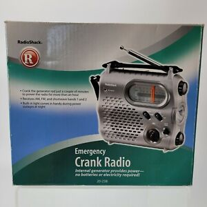 Radio Shack 20-238 Emergency Crank Radio Flashlight Internal Generator Powered