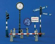 Verlinden 1/35 Street and Road Accessories (Post Clock, Signage, Gate, etc.) 875