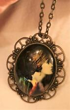 Dainty Scallop Brasstne Old-Fashioned Lady with Turban Cameo Necklace Brooch