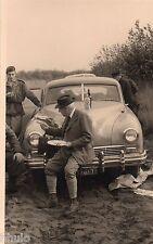 BJ899 Carte Photo vintage card RPPC Homme pic nic voiture mode capeau
