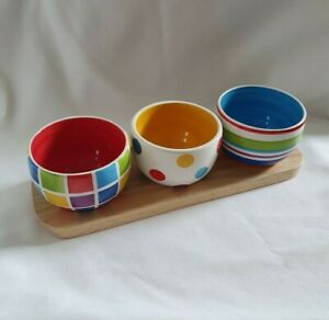 ❀ڿڰۣ❀ WHITTARD Of CHELSEA Three RAINBOW Colour CHIP & DIP DISHES & WOODEN TRAY ❀