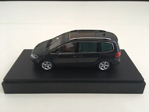 VW Sharan - 1/43 scale - Minichamps