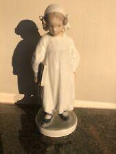 New listing Porcelain figurine * Girl with book *. Denmark, Royal Copenhagen #922