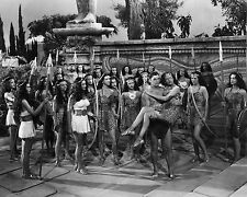 """JOHNNY WEISSMULLER IN """"TARZAN & THE AMAZONS"""" - 8X10 PUBLICITY PHOTO (AB-089)"""
