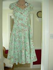 Super Green Mix Floral Hell Bunny Vixen Vintage Rockabilly Cercle Robe Neuf Avec Étiquettes XS