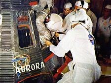 Scott Carpenter UNSIGNED photo - K3062 - NASA astronaut climbs into Aurora 7