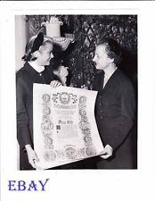 Grace Kelly candid 1954 VINTAGE Photo