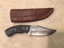 Damascus knife w/ grooved grey laminate wood handle & leather sheath hand made