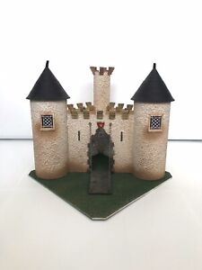 Starlux ? Clairet ? Elastolin ? Ancien Château Fort en Isorel . Moyen Âge .