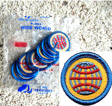 12 WIDE WORLD Junior Girl Scouts BADGES, Globe NEW in 1 DOZ. PKG. Blue Border