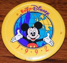Euro Disney 1992 Walt Disney World Company Yellow Circular Pin Back Button / Pin