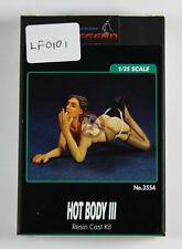 Legend 1/35 Hot Body III Girl in Lingerie Posing on Ground [Resin Figure] LF0101