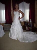 DAVINCI - WEDDING DRESS WOMEN SIZE 4-6