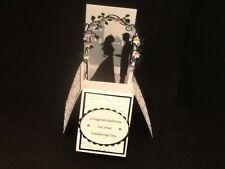 Handmade mariage maries sous arbour dans une boîte-pop up design