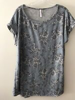 Cool Melon Woman's Light Blue Floral Top With Cap Sleeves Size L