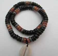 A BLACK & GREY HEISHE SHELL & COCO BEAD STRETCH NECKLACE WITH SHELL FEATURE.
