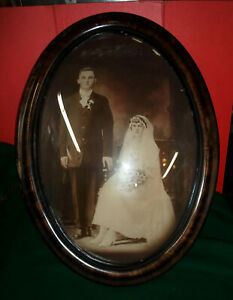 ANTIQUE WEDDING PHOTO IN AN OVAL CONVEX BUBBLE WOOD FRAME