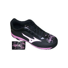 Jennie Finch signed Mizuno Black and Pink Softball Right Cleat USA (Size 10)