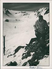 France, 1950, Rocher Blanc. Skieur Vintage silver print.  Tirage argentique d&