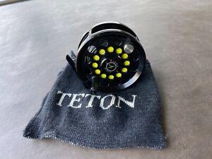 LIGHTLY USED TETON TIOGA SIZE 8 FLY REEL WITH TETON POKEY BAG