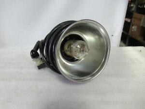"Speedotron Model 102 Universal Light Unit w/ 7"" Reflector"