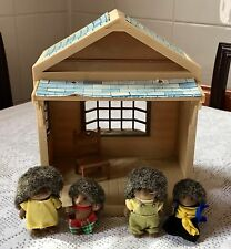 SYLVANIAN FAMILIES SMALL STORE, 4 RARE HEDGEHOG FIGURES & ACCESSORY PRE LOVED
