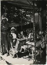 PHOTO ANCIENNE - VINTAGE SNAPSHOT - ENFANT FÊTE FORAINE MANÈGE MODE - CHILD 1933