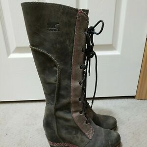 SOREL Cate The Great Wedge Boots SZ 7.5. Olive green color with red threading.