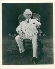 1961 Hal Holbrook Sits in Chair as Mark Twain Original News Service Photo
