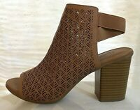 Kenneth Cole REACTION Size 9M Perforated Tan Brown Block High Heel Sandals Shoes
