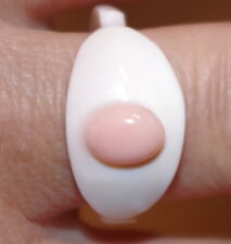 VINTAGE GORGEOUS  ITALY CARVED SHELL ANGEL SKIN CORAL OVAL BAND RING  S  8