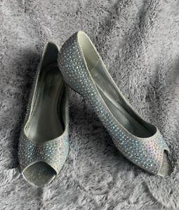 Davids Bridal women size 9 Silver BLING wedding shoes
