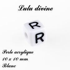 Perle acrylique alphabétique de 10 x 10 mm, Blanc : Lettre R (Lot de 10 perles)