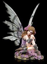 Feen Figur sitzend auf Blumen - Fairy Land Elfe - Fantasy Deko bunt klein