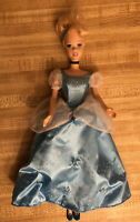 Disney Princess CINDERELLA Twinkle Lights Doll Gown Light Up!!!!