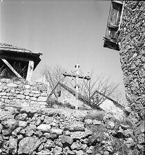 BEUIL c. 1935 - Croix dans le Village  Alpes Maritimes - Négatif 6x6 - N6 PROV2