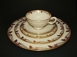 Lenox China Essex Maroon 0-351-R Gold Trim Porcelain 5-Piece Place Setting(s)