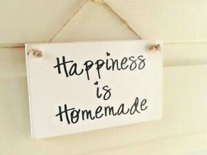 """Handmade Wooden Chalk Painted """"Happiness Is Homemade"""" Gift Plaque"""