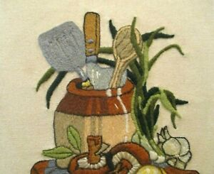 CREWEL 1977 EMBROIDERED NEEDLEWORK COLLECTIBLE 14 x 11 INCHES